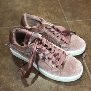 Steve Madden Youth Velvet Sneakers